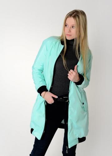 Удлиненный женский бомбер с утеплителем и фигурными карманами, цвет -мятный