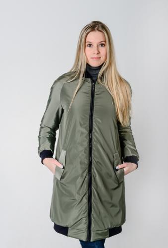 Удлиненный женский бомбер с утеплителем и фигурными карманами, цвет -хаки
