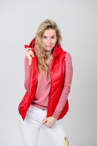 Жилет женский с капюшоном, цвет-красный, арт.GG-004