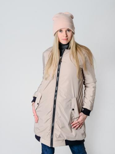 Удлиненный женский бомбер с утеплителем и фигурными карманами, цвет -капучино