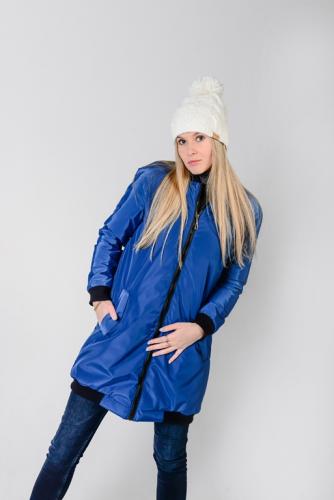 Удлиненный женский бомбер с утеплителем и фигурными карманами, цвет -васильковый