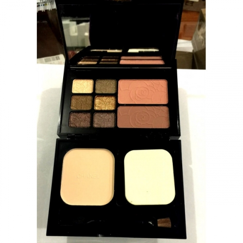 Набор для путешествий Chanel Travel Makeup Palette Essentiels De Maquillage De Voyage 18g+12g+12g №2(копия)