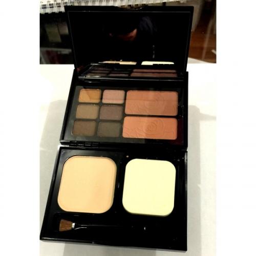 Набор для путешествий Chanel Travel Makeup Palette Essentiels De Maquillage De Voyage 18g+12g+12g №8(копия)