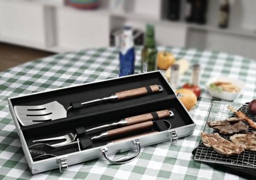 6187 GIPFEL Набор аксессуаров для барбекю IGNIS 4 пр в алюминиевом чемодане (нерж. сталь)