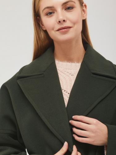 Пальто с поясом с металлическими кольцами