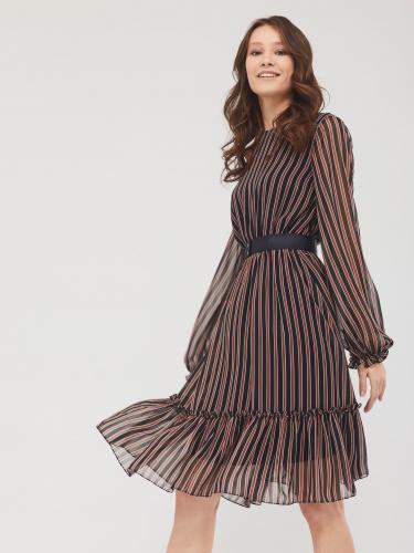 Приталенное платье с воланом