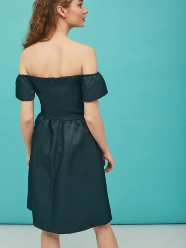 Платье с фигурным краем лифа