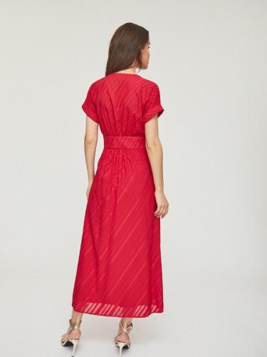 Приталенное платье из струящейся ткани