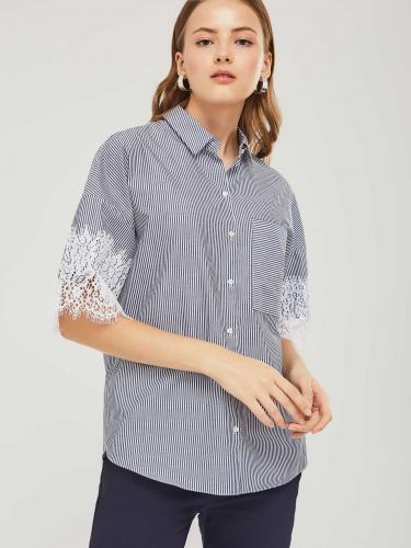 Рубашка с кружевной отделкой на рукавах