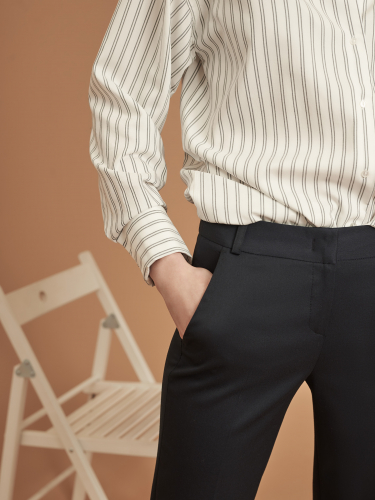 Зауженные брюки с отворотами