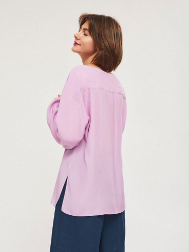 Свободная блуза с объемными рукавами