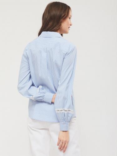 Блуза с декоративной перфорацией