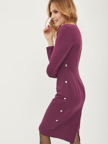 Платье с заклепками