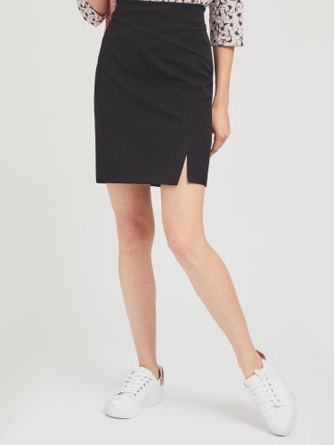 Короткая юбка со шлицей