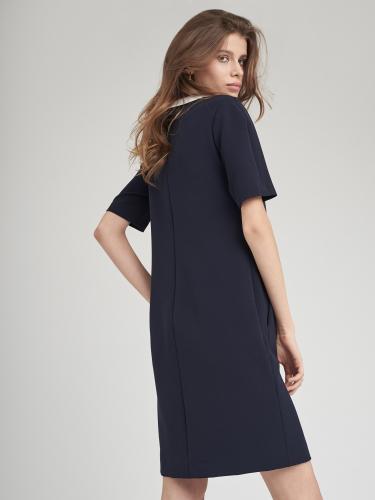 Однотонное платье прямого силуэта