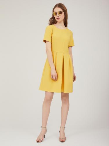 Приталенное платье с короткими рукавами