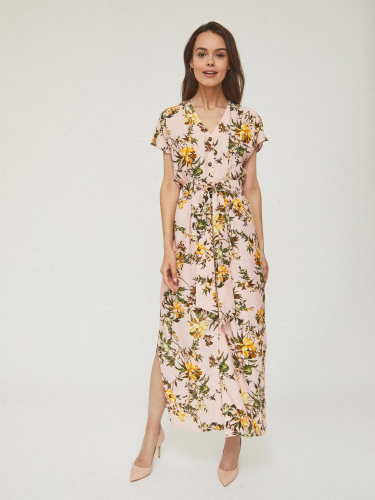 Платье из струящейся ткани с поясом