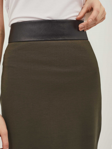 Трикотажная юбка с кожаным поясом