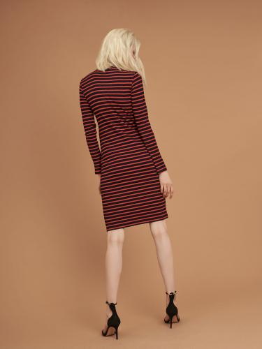 Короткое платье в рубчик