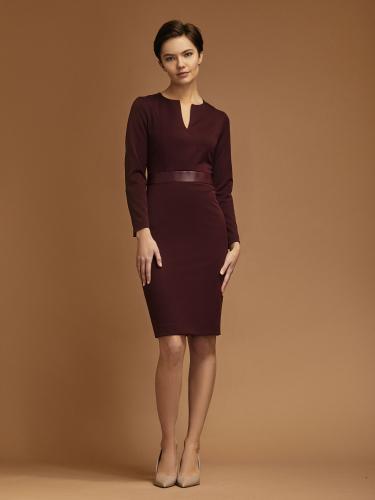 Платье-футляр с кожаной вставкой на талии