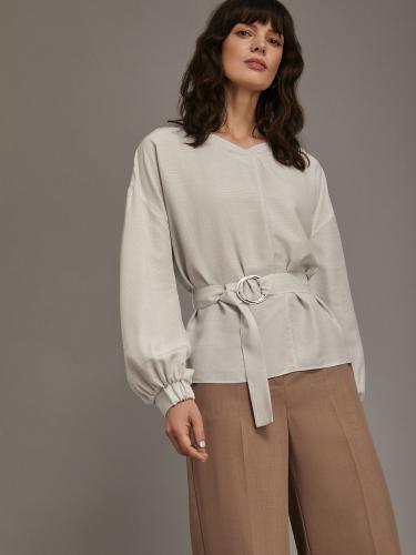 Блуза с объемными рукавами и поясом