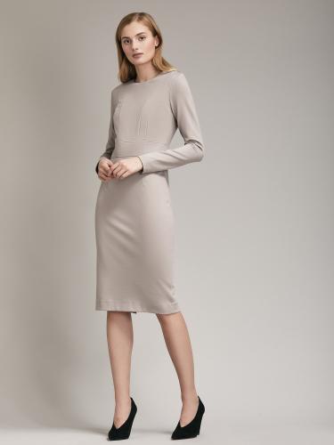 Платье приталенного силуэта длины