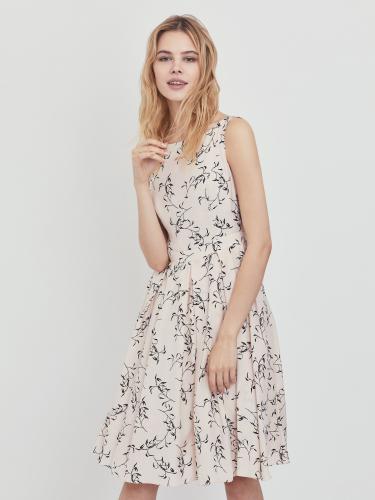Летнее платье с растительным принтом