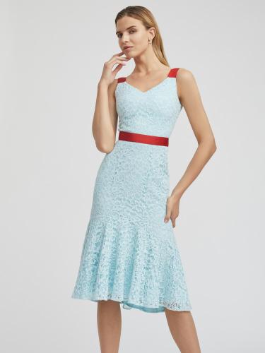 Платье из кружева с воланом