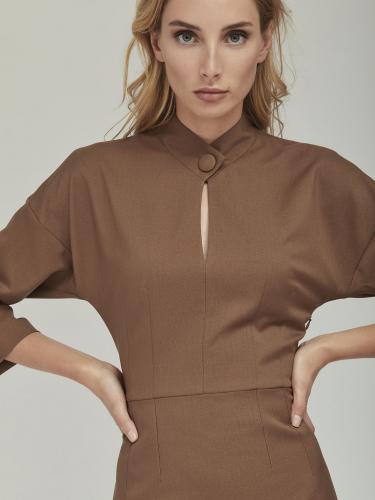 Приталенное платье с рукавами ¾