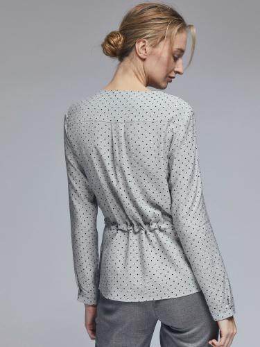 Блуза с вырезом на бант