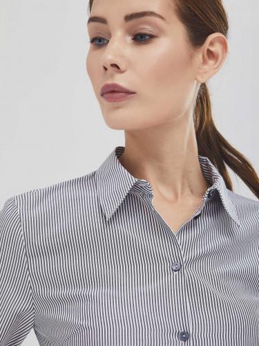 Рубашка в полоску и отделкой из кружева
