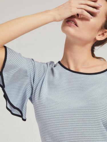 Блуза из струящейся ткани с воланами