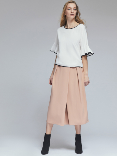 Блуза с контрастной окантовкой