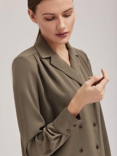 Двубортная блуза прямого силуэта