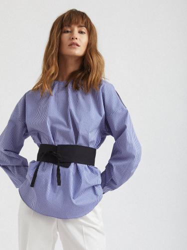 Свободная блуза с декоративным поясом
