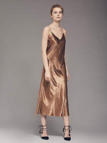 Бархатное платье на тонких бретелях