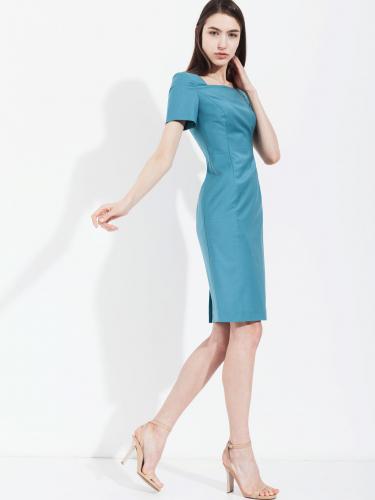 Платье с вырезом каре и коротким рукавом