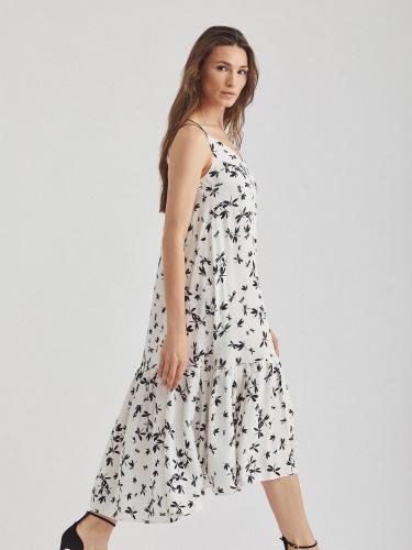 Платье на тонких бретелях