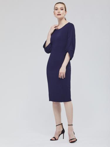 Платье с рельефной резинкой на рукавах