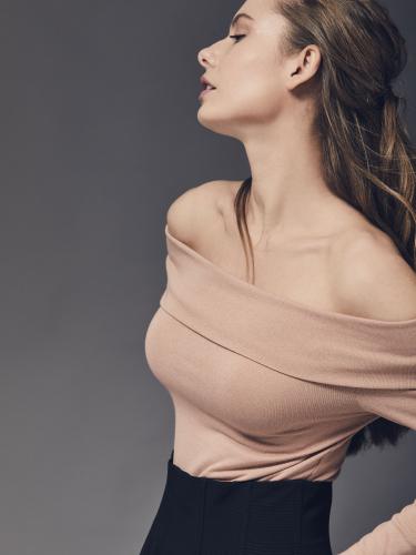 Боди с открытыми плечами