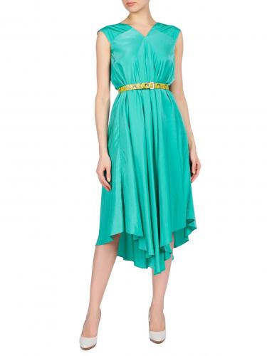 Платье из струящейся ткани на ремне