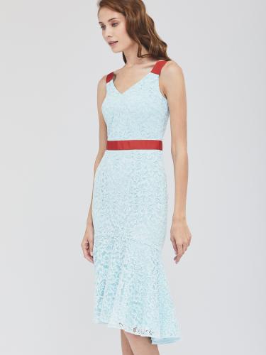 Кружевное платье с воланом