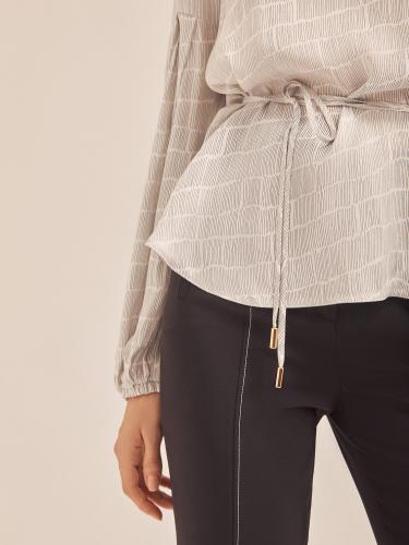 Свободная блуза с поясом