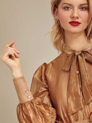 Блуза с завязками на бант