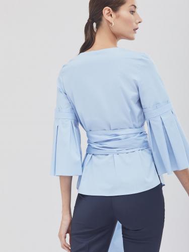Блуза с расклешёнными рукавами и поясом