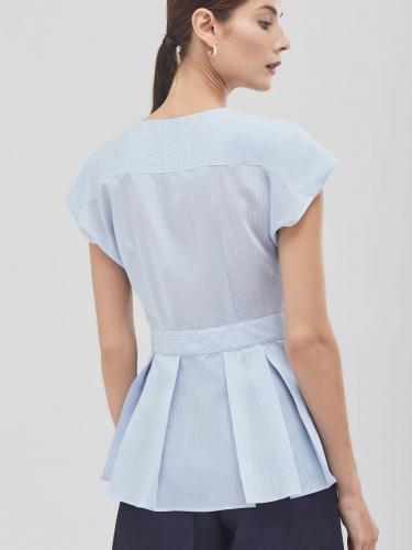 Блуза в тонкую полоску с баской