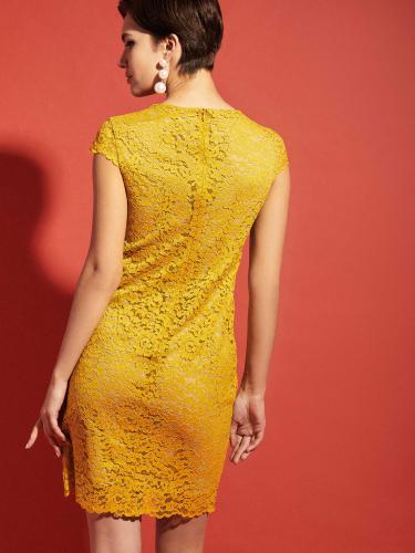 Платье из кружевной ткани длины