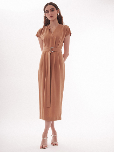 Платье с поясом