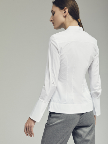 Блуза с широкими манжетами
