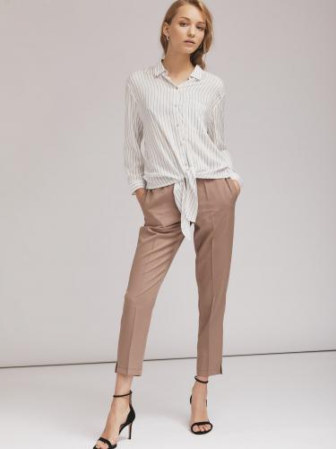 Зауженные брюки из фактурной ткани